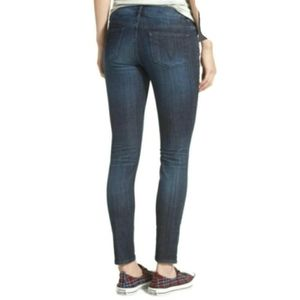Vigoss size 27 Chelsea skinny jeans